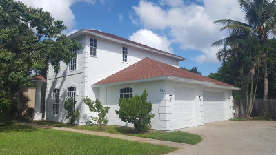 Melbourne Beach, Indian Harbour Beach, Indialantic, Cocoa Beach, Cape Canaveral, Port Canaveral, Satellite Beach Single Family Home For Sale: 146 Hidden Cove Drive