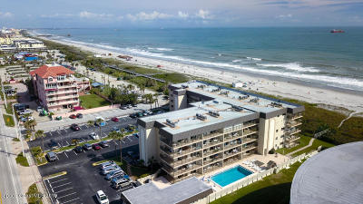 Cocoa Beach Condo For Sale: 4100 Ocean Beach Boulevard #304