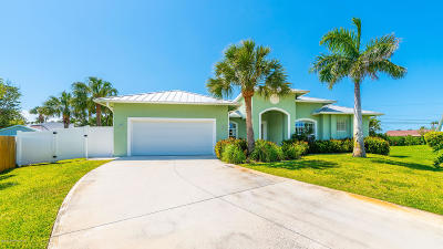 Melbourne Beach, Indian Harbour Beach, Indialantic, Cocoa Beach, Cape Canaveral, Port Canaveral, Satellite Beach Single Family Home For Sale: 236 Leslie Court