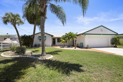 Merritt Island Single Family Home For Sale: 830 Montego Bay Drive S