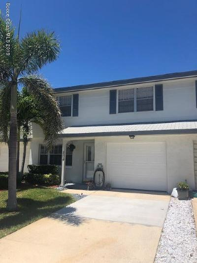 Indian Harbour Beach Townhouse For Sale: 204 N Emerald Drive N