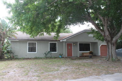 Palm Bay Single Family Home For Sale: 1642 Arcot Circle NE