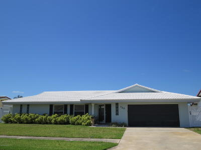 Cocoa Beach Single Family Home For Sale: 320 Jack Drive