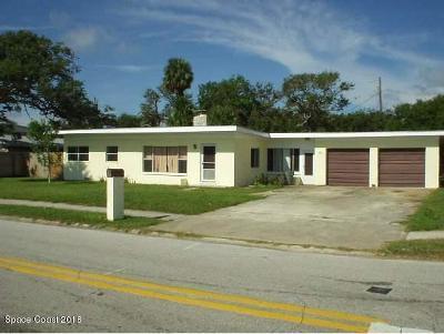 Cocoa Beach Single Family Home For Sale: 382 Woodland Avenue