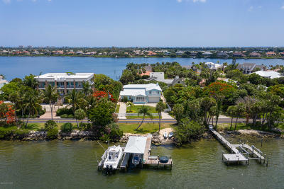 Merritt Island Single Family Home For Sale: 10890 S Tropical Trl