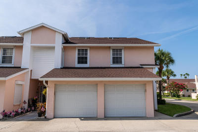 Cocoa Beach Townhouse For Sale: 175 Escambia Lane #702