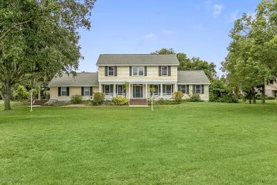 Merritt Island Single Family Home For Sale: 675 Kings Way