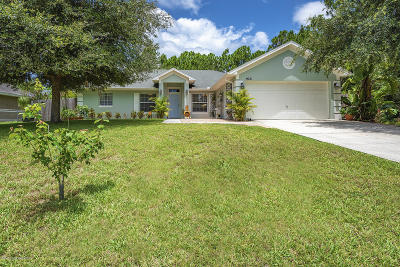 Palm Bay Single Family Home For Sale: 926 Colonial Avenue SE