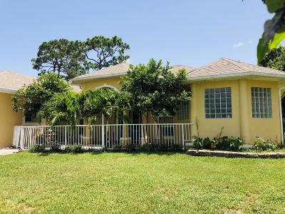 Palm Bay Single Family Home For Sale: 1390 Buffing Circle SE