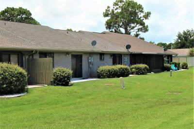 Brevard County Townhouse For Sale: 1613 NE Club Gardens Drive NE #1613