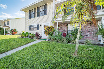 Palm Bay Townhouse For Sale: 1518 Manor Drive NE