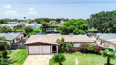 Merritt Island Single Family Home For Sale: 1420 Holly Avenue