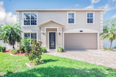 Titusville Single Family Home For Sale: 565 Bella Vista Drive