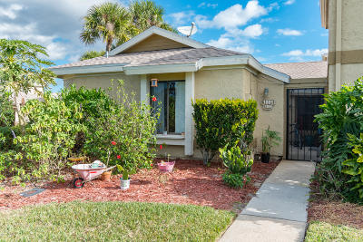 Palm Bay Townhouse For Sale: 1001 Abada Court NE #106