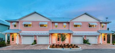 Merritt Island Townhouse Contingent: 104 Parrotfish Point Lane #103