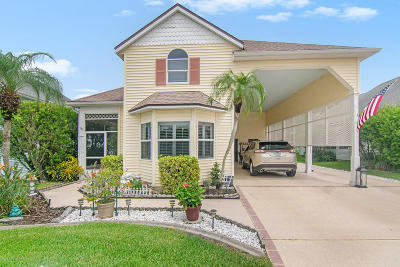 Titusville Single Family Home For Sale: 537 Fairways Drive #537