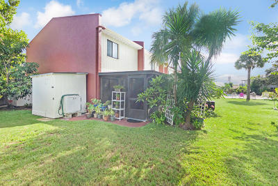Satellite Beach, Port Canaveral, Melbourne Beach, Cape Canaveral, Cocoa Beach, Indialantic, Indian Harbour Beach Townhouse For Sale: 231 Canaveral Beach Boulevard