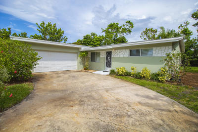 Indian Harbour Beach Single Family Home For Sale: 1127 Pinetree Drive
