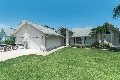Merritt Island Single Family Home For Sale: 2365 Palm Lake Drive