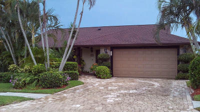 Merritt Island Single Family Home For Sale: 235 Malaga Court