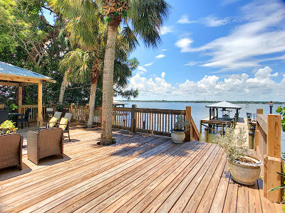 Merritt Island Single Family Home For Sale: 2095 S Tropical Trail S