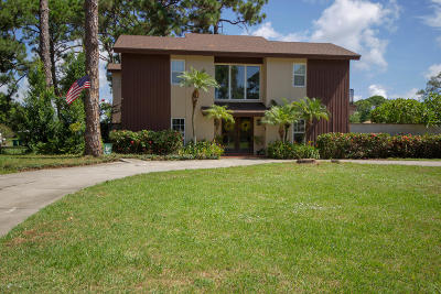 Merritt Island Single Family Home For Sale: 830 Carambola Drive