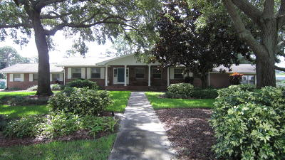 Merritt Island Single Family Home For Sale: 795 Pine Place