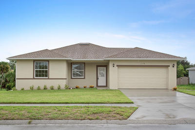Titusville Single Family Home For Sale: 3978 Tangle Drive