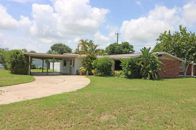 Merritt Island Single Family Home For Sale: 1570 Surfside Boulevard