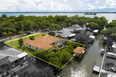 Merritt Island Single Family Home For Sale: 450 Windtamer Way