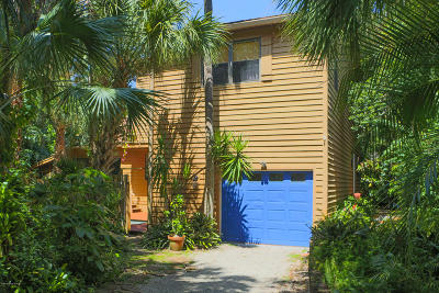 Cape Canaveral, Cocoa Beach, Indialantic, Indian Harbour Beach, Melbourne Beach, Satellite Beach, Port Canaveral Single Family Home For Sale: 280 Flamingo Drive