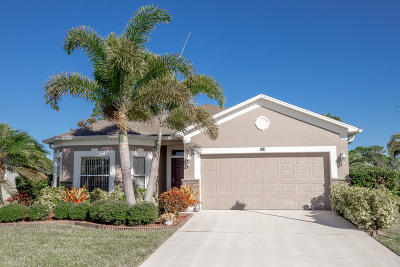 Palm Bay Single Family Home For Sale: 834 Morning Cove Circle SE