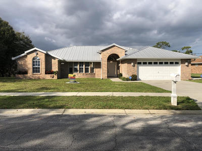 Palm Bay Single Family Home For Sale: 2655 Elm Drive NE