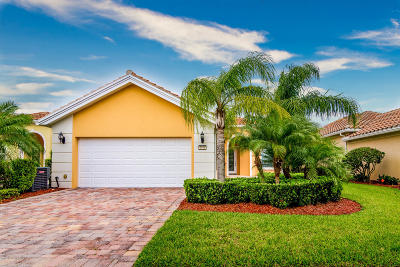 Palm Bay Single Family Home For Sale: 3556 Plume Way SE
