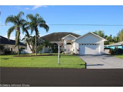 Cape Coral Single Family Home For Sale: 2320 Coral Point Dr