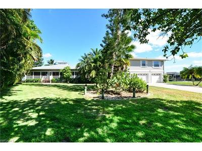 Fort Myers Beach Single Family Home For Sale: 280 Egret St