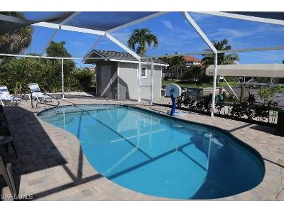 Fort Myers Beach Single Family Home For Sale: 8339 Estero Blvd