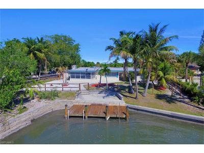 Fort Myers Beach Single Family Home For Sale: 410 Connecticut St