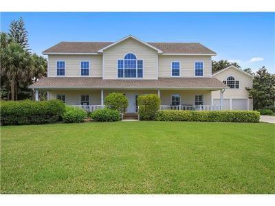 Estero Single Family Home For Sale: 20661 Tanglewood Ln