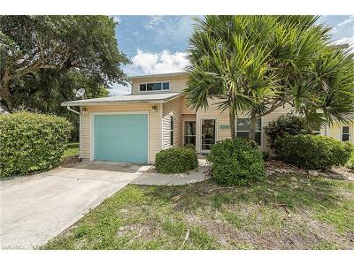 Fort Myers Beach Single Family Home For Sale: 22520 Buccaneer Lagoon St