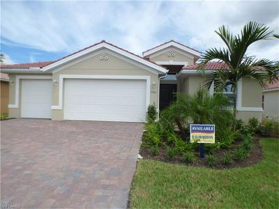 Cape Coral Single Family Home For Sale: 3061 Sunset Pointe Cir