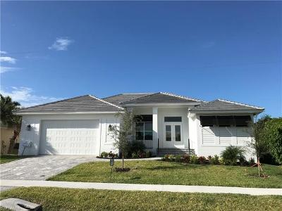 Marco Island Single Family Home For Sale: 190 Beachcomber St