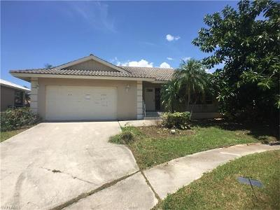 Marco Island Single Family Home For Sale: 1670 Almeria Ct