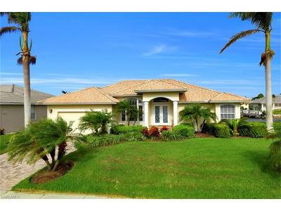 Marco Island Single Family Home For Sale: 138 Leeward Ct