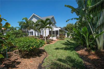 Naples Single Family Home For Sale: 3137 Carriage Cir