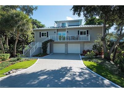Marco Island Single Family Home For Sale: 815 W Hideaway Cir