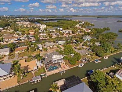 Fort Myers Beach Single Family Home For Sale: 238 Flamingo St
