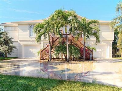 Fort Myers Beach Single Family Home For Sale: 121 Sand Dollar Dr
