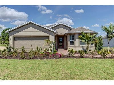 Cape Coral Single Family Home For Sale: 3463 Acapulco Cir