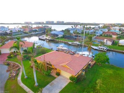 Marco Island Single Family Home For Sale: 822 Magnolia Ct